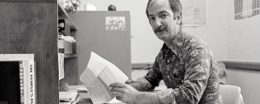 James M. Breedlove works at the Stanford University Libraries in this 1976 photo. (Image credit: Chuck Painter/Stanford News Service)