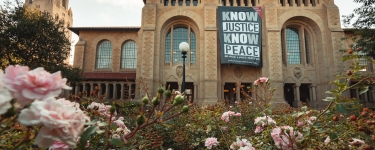 "A large banner featuring the words ""Know Justice Know Peace"" (a play on a popular protest chant) was unfurled Friday across the front of Green Library during an online livestream event. (Image credit: Andrew Brodhead)"