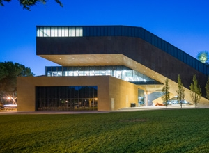 The Ute and Bill Bowes Art and Architecture Library at dusk.