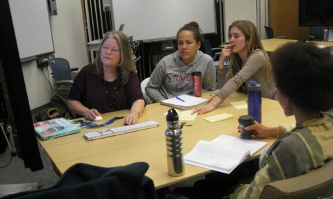 Maureen Gosling works with Urban Studies students in Meyer 220