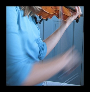 Person practicing the violin, image by Flickr user Chronon6.97