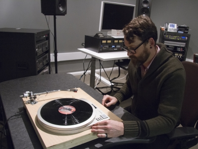 Our turntables support discs of diverse sizes, materials and playback speeds.