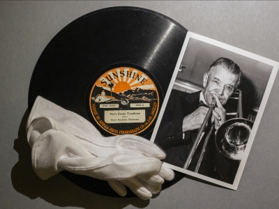 Kid Ory in image and sound.